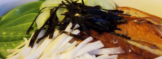 Chirashi-sushi med røget makrel