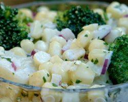 Kold kartoffelsalat med broccoli