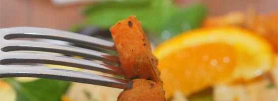 Vinter kartoffelsalat med valnød, appelsin og bladselleri